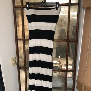 Vintage Gap Black and White Striped Maxi Strapless